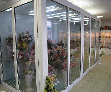 Холодильная камера для хранения и демонстрации цветов, фруктов и овощей