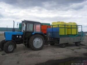 Емкости пластиковые в каркасе для подвоза воды и с/х растворов к опрыскивателям.
