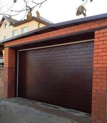Секционные ворота подъемные для гаража Алютех