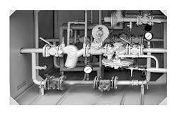 Пункт газорегуляторный шкафной с газовым обогревом ГСГО-НН (НС, НВ, СС, СВ, ВВ) с двумя линиями редуцирования и разными регуляторами на среднее и низкое выходное давление при параллельной установке регуляторов