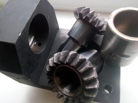 Запасные части для универсальных фрезерных станков и фрезерных станков с ЧПУ