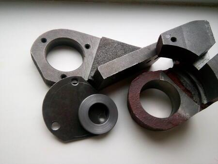 Запасные части для станков 1М63 1М63Н 163 ДИП300 1М63БФ101 16К40 (кронштейны крепления ручки переключения фрикциона).