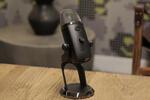 Yeti X обеспечивает мониторинг уровня в режиме реального времени на популярном USB-микрофоне