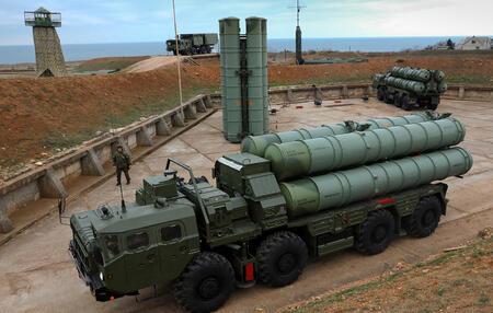 Новая ракета сверхбольшой дальности для ЗРК С-400 принята на вооружение