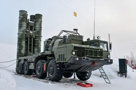 Расчеты новых ЗРС С-400 заступили на БД в Ленобласти