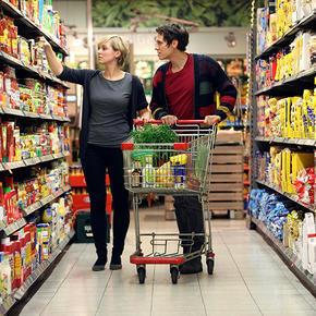 Расходы россиян на продукты снизились в августе