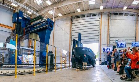 Гигантский 3D-принтер позволил изготовить самую большую в мире напечатанную лодку