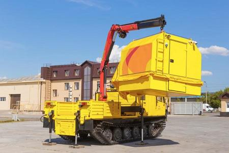 Инженерный центр «КомплектСнаб» представляет новинку: кран-манипулятор на базе вездехода ТМ140