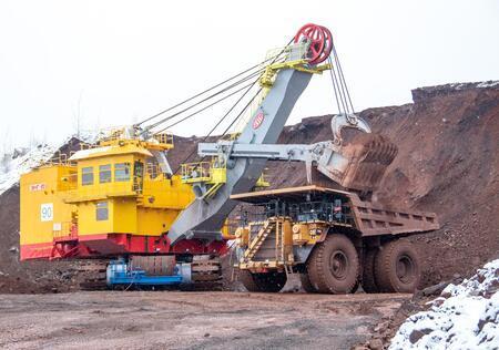 На Михайловском ГОКе приступил к работе новый 20-кубовый экскаватор производства «Уралмашзавод»