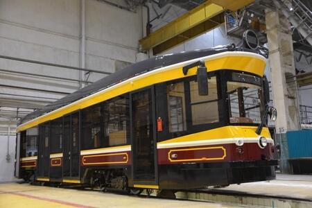 Уралтрансмаш представил новую разработку — низкопольный ретро-трамвай 71-415Р