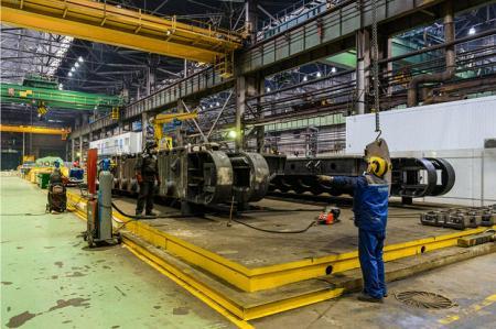 УЗТМ отгрузил два новых экскаватора ЭКГ-18 на Эльгинское месторождение угля в Якутии