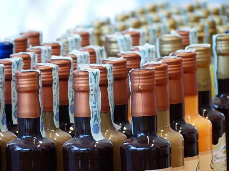 Розлив шампанского и других игристых вин