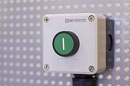 В продаже корпуса кнопочных постов MTB2-PE
