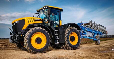 Новые тракторы JCB FASTRAC серии 8000 с улучшенной подвеской