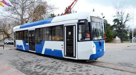 Первый российский трамвай для узкоколейных путей тестируют в Евпатории
