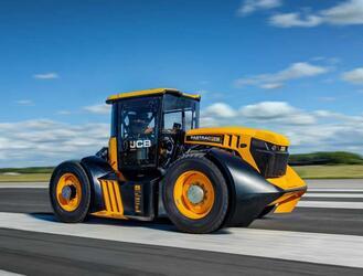 Трактор JCB -самый быстрый в мире