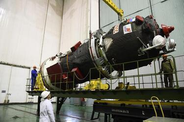 Запуск ракеты «Союз-2.1а» с космическим кораблем «Прогресс МС-13»