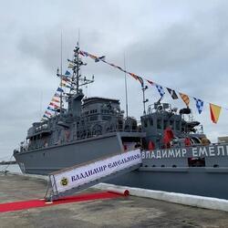 На тральщике «Владимир Емельянов» поднят Андреевский флаг