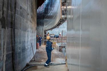 На Курской АЭС-2 выполнено первое ключевое событие года — монтаж 1-го яруса НЗО реактора