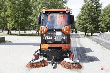 Челябинск закупил мини-пылесосы «Кургандормаш» для уборки парков и скверов