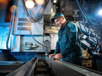 Липецкое станкостроительное предприятие  отмечает профессиональный праздник машиностроителя.