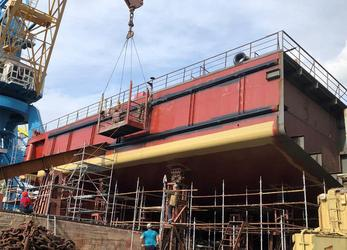 Севморзавод готовит к спуску на воду понтон плавкрана «Григорий Просянкин»