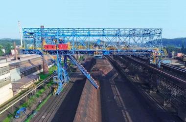 АО ТЕХНОРОС ввело в эксплуатацию новый ковшовый реклаймер на металлургическом заводе в Чехии