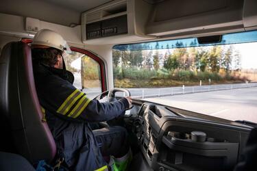 Volvo Trucks представляет сдвоенную кабину для экипажей экстренных служб вместимостью до 9 человек