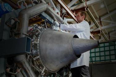 ОДК собрала первый опытный газогенератор двигателя ПД-8 для авиалайнера SSJ-NEW
