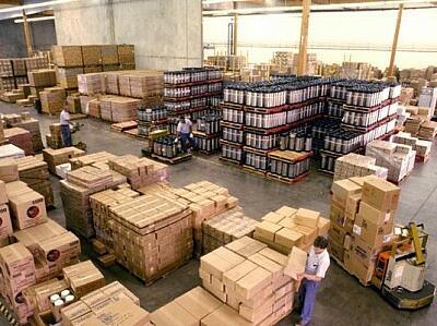 Особенности хранения товара на товарном складе определены в .