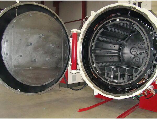 Горизонтальная вакуумная печь SCHMETZ Тип RD, с фронтальной загрузкой с цилиндрической камерой нагре