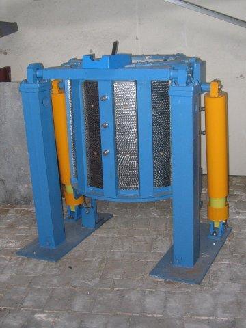 Плавильная тигельная индукционная печь модели ИСТ-0,16/0,32 предназначена для плавки и перегрева стали...